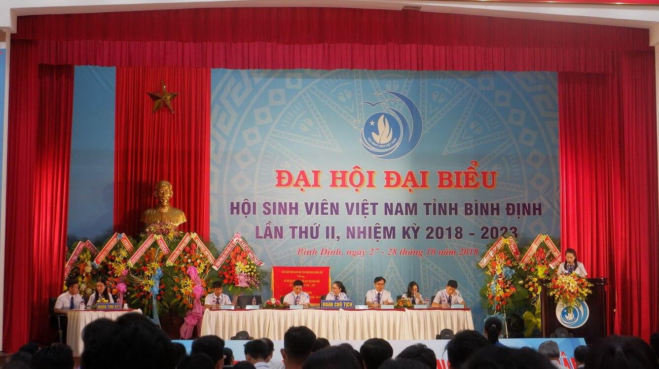 Vietravel Quy Nhơn trao học bổng cho sinh viên nghèo có thành tích xuất sắc