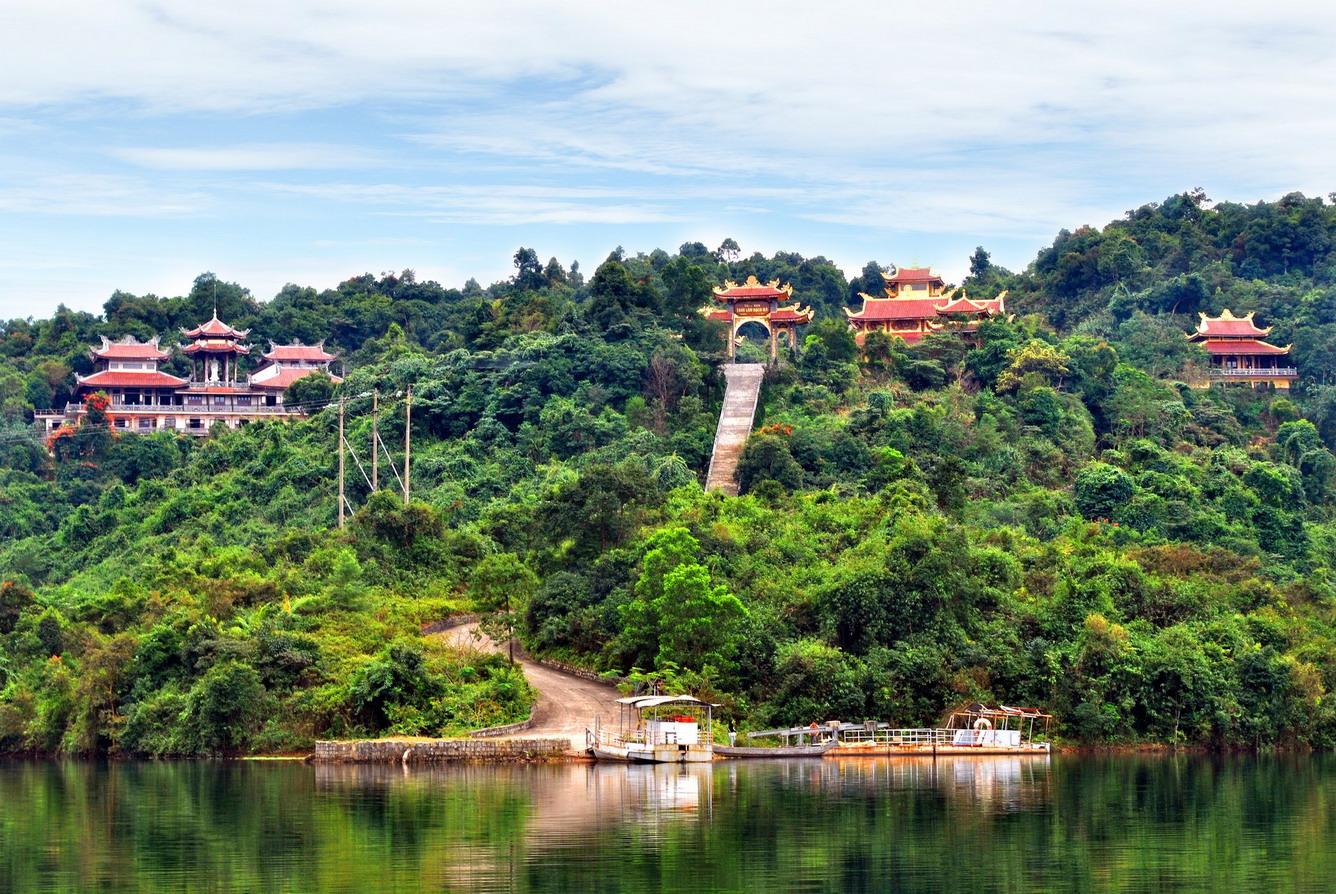 """Hồ Truồi - """"góc thiền"""" của xứ Huế"""
