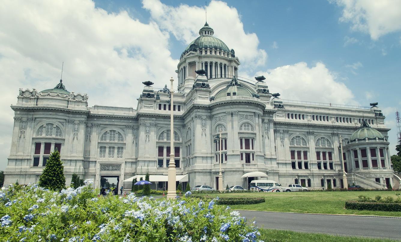 Khám phá cung điện Cung Điện Ananta Samakhom