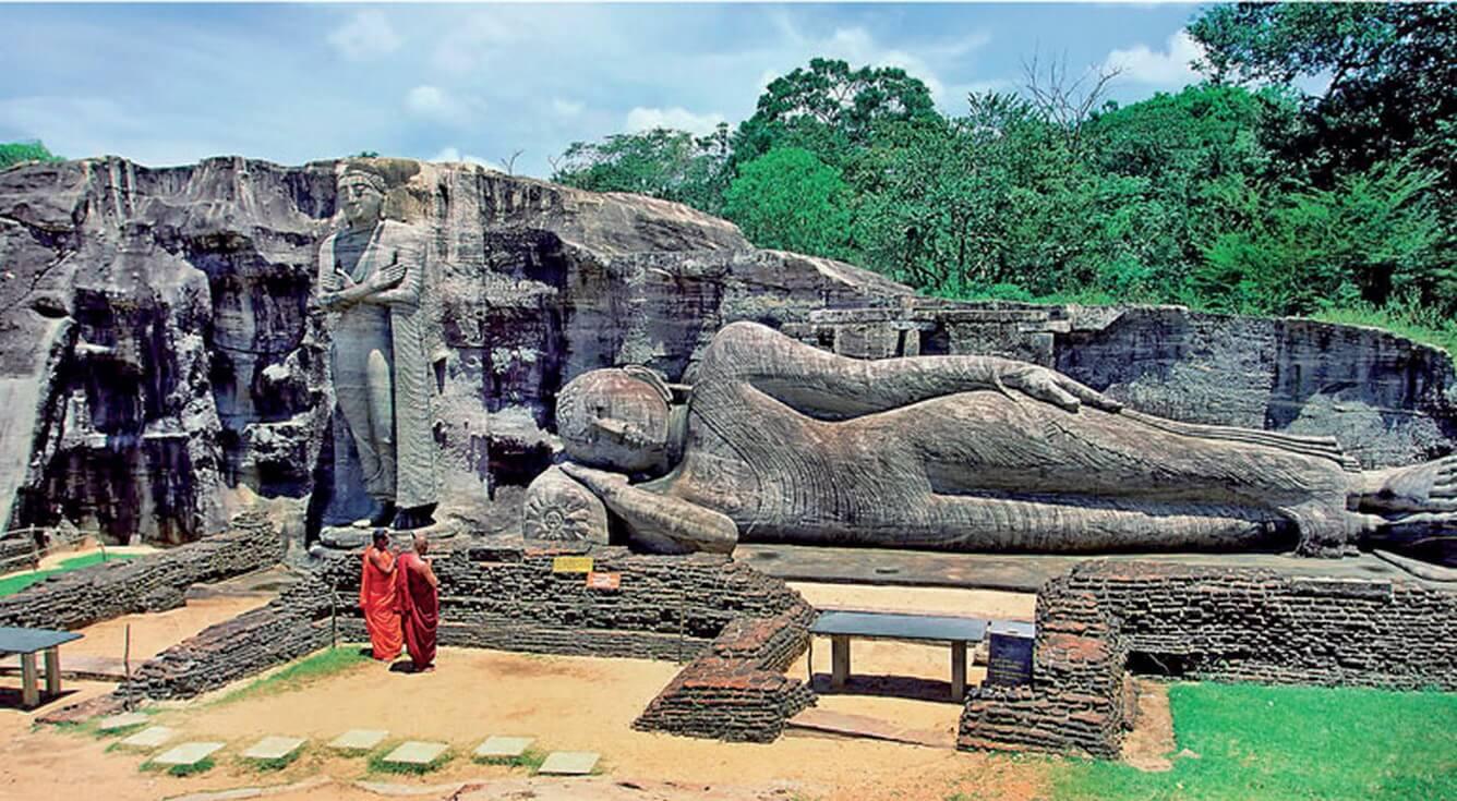 5. Quần thể tượng Phật Gal Viharaya