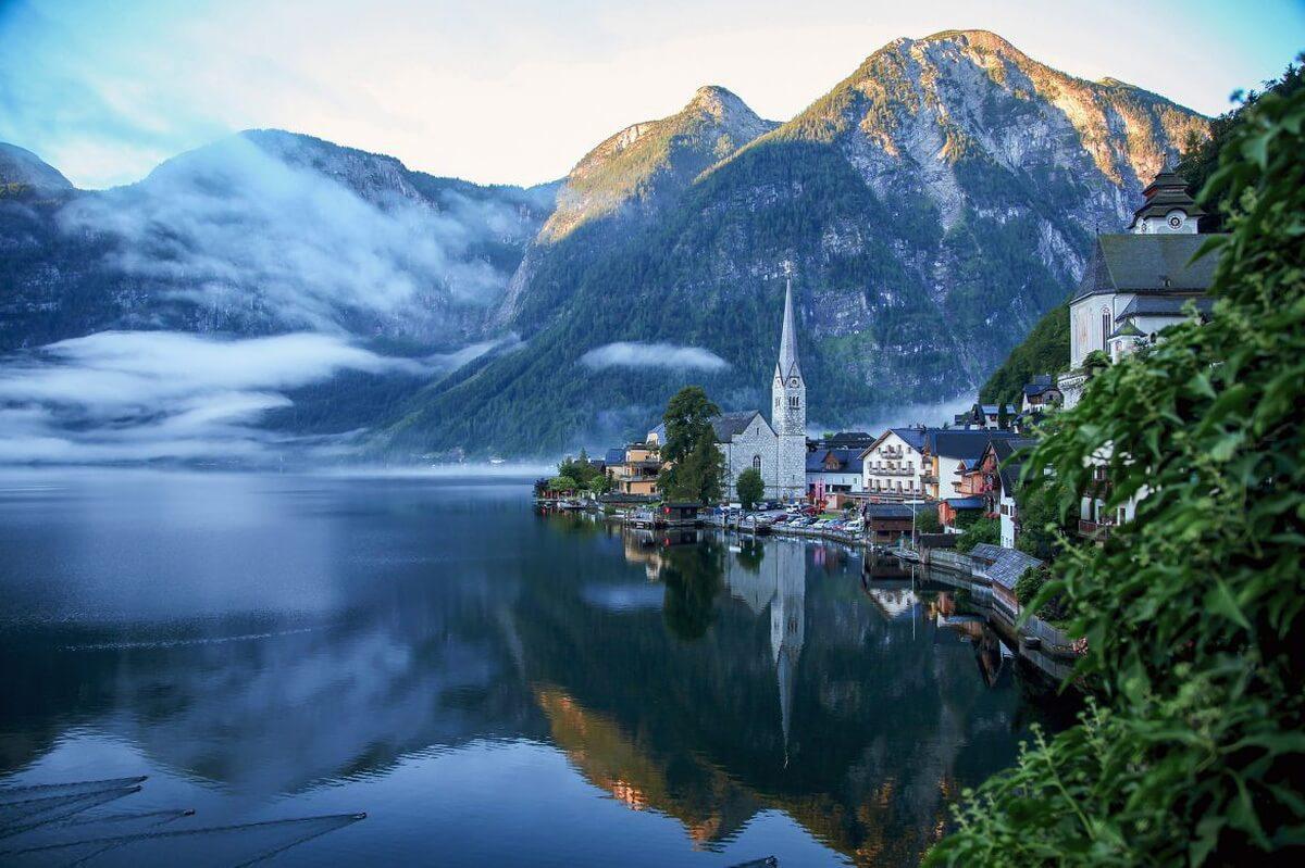 Thị trấn bên hồ Hallstatt (Áo)