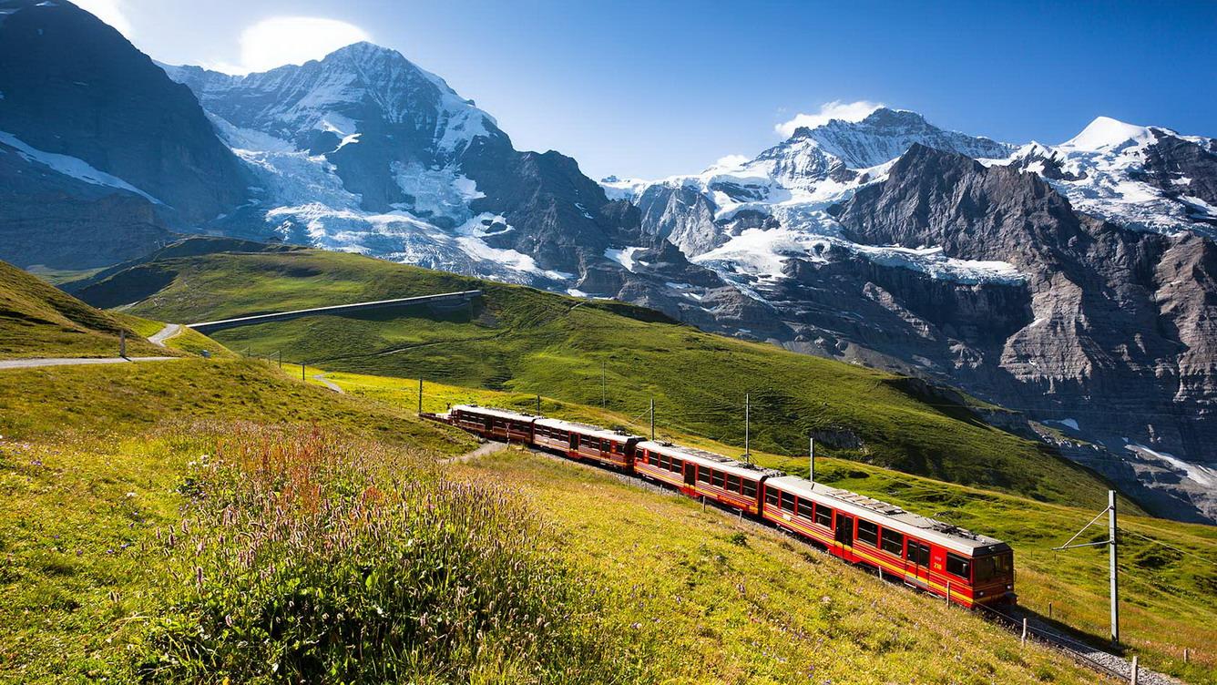 """Trải nghiệm """"Nóc nhà châu Âu"""" từ đỉnh Jungfrau (Thụy Sĩ)"""