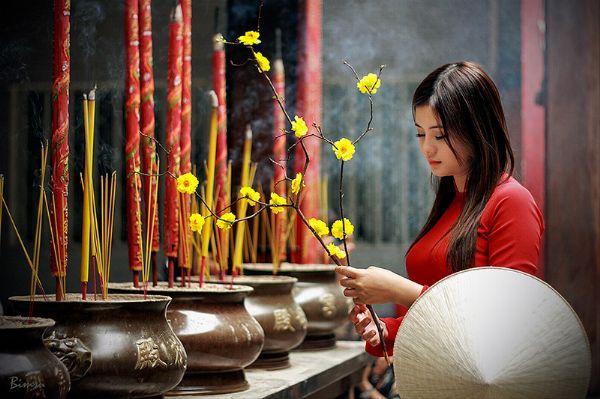 Ra Giêng viếng chùa