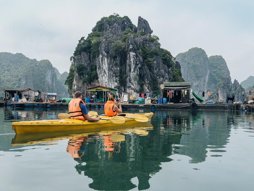 Chèo thuyền kayak ngắm vịnh Hạ Long