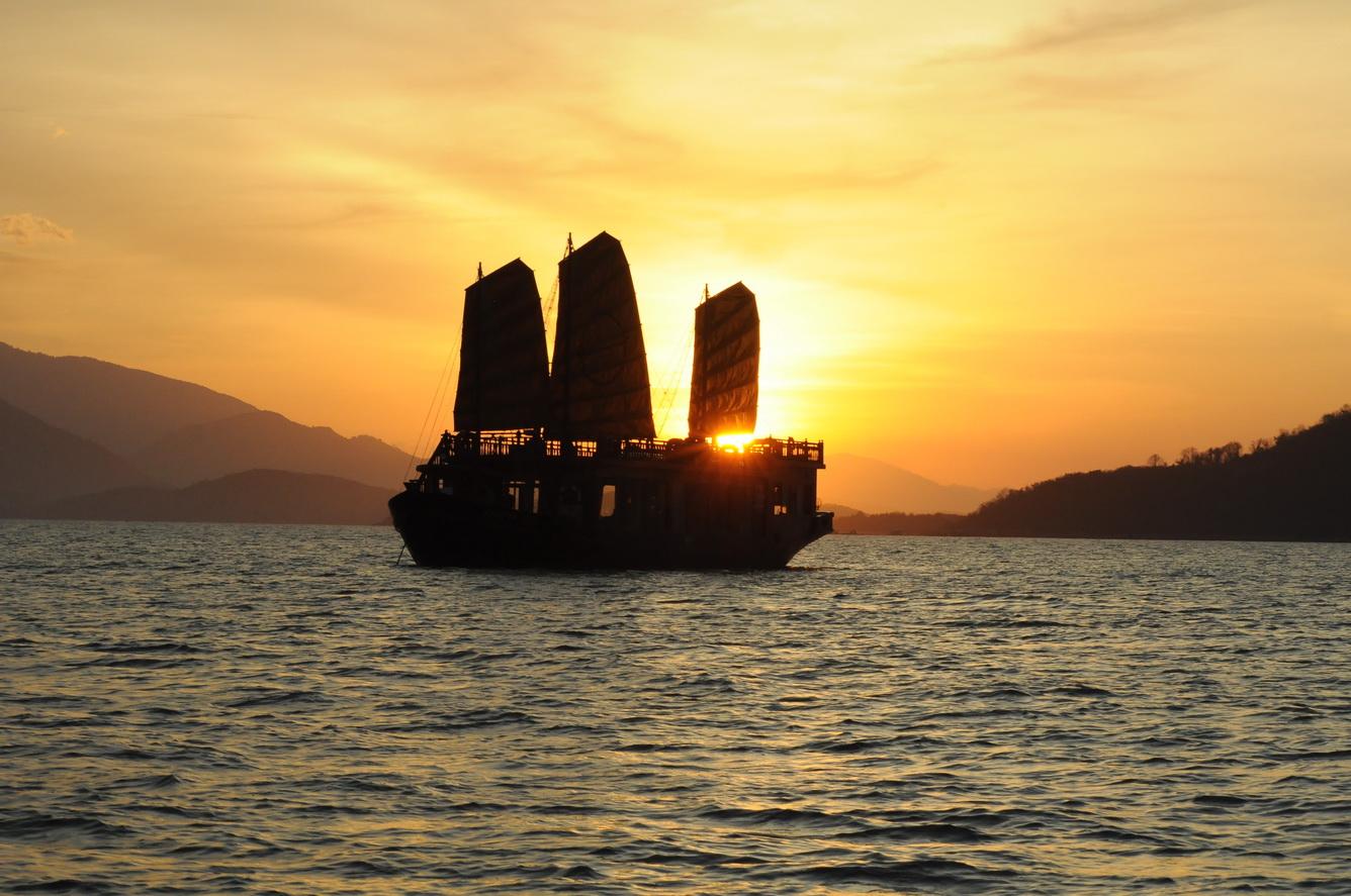 Trải nghiệm đẳng cấp cùng du thuyền trên biển