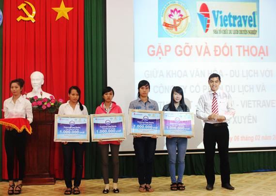 Vietravel Long Xuyên hỗ trợ hướng nghiệp sinh viên Đại học Đồng Tháp