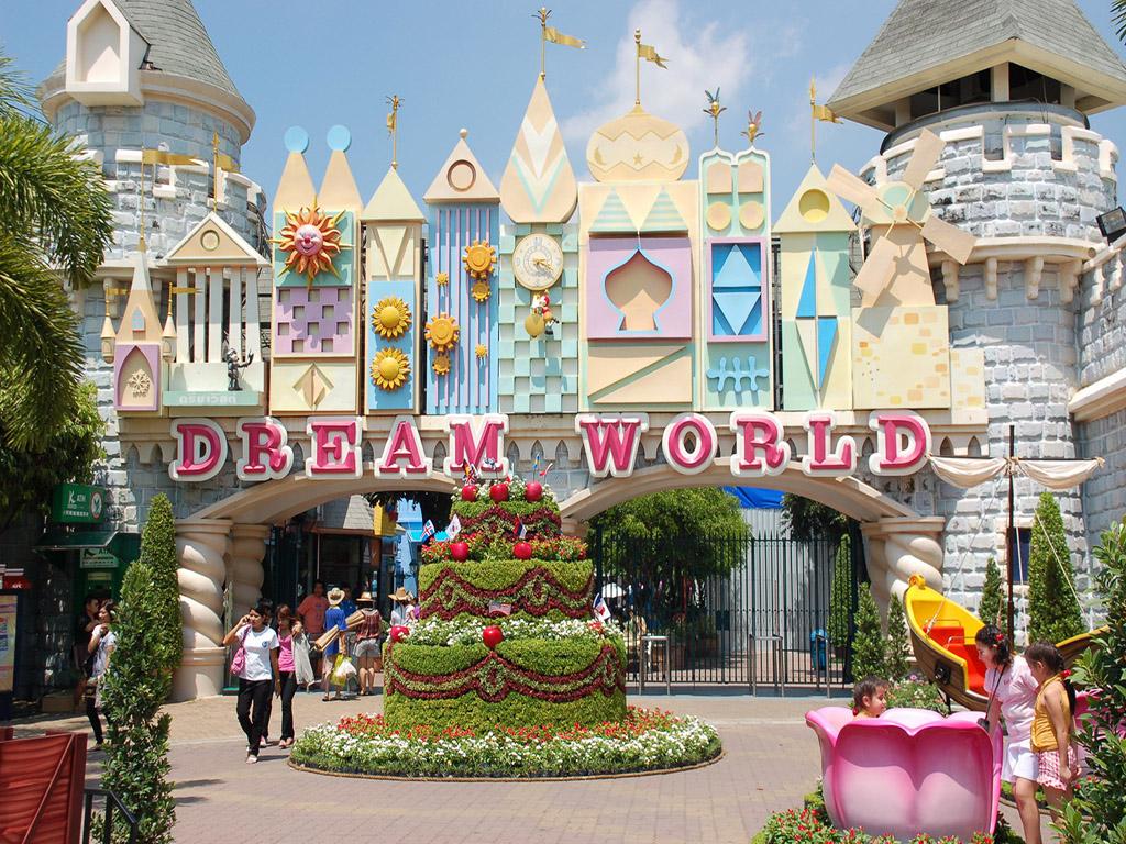 2. DREAM WORLD BANGKOK
