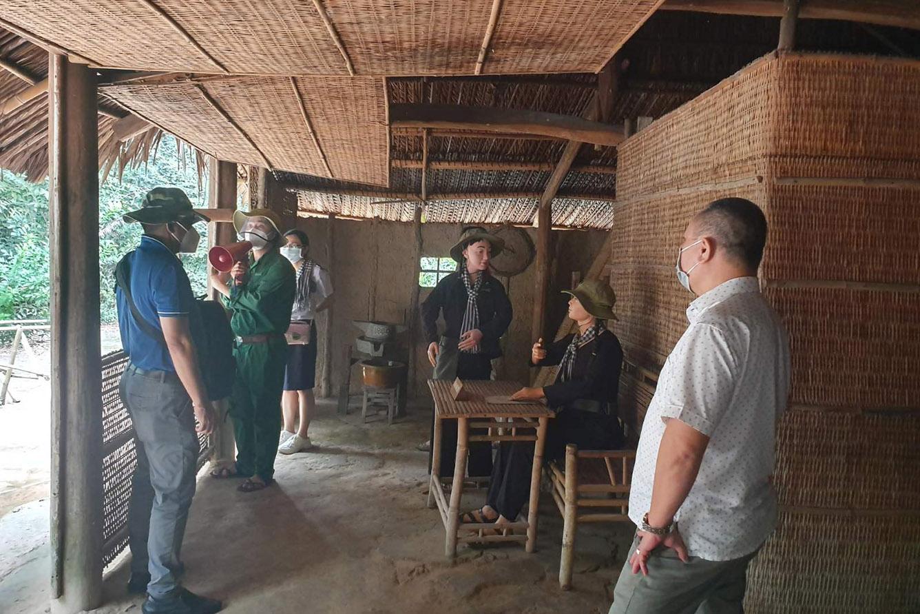 Về vùng đất thép Củ Chi khám phá Địa đạo, Nông Trang Xanh