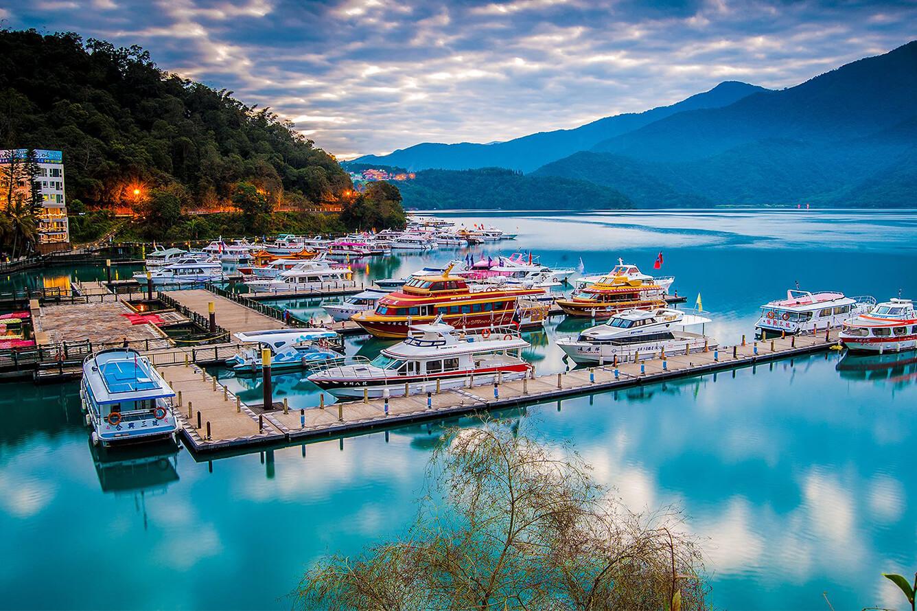 1. Hồ Nhật Nguyệt