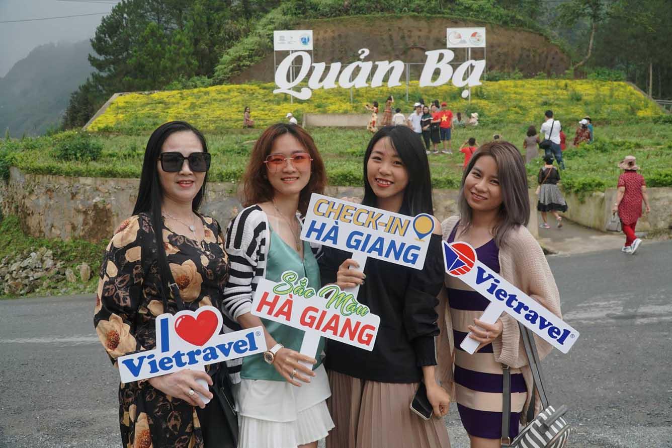Đoàn khách tham quan Hà Giang vào tháng 4/2021