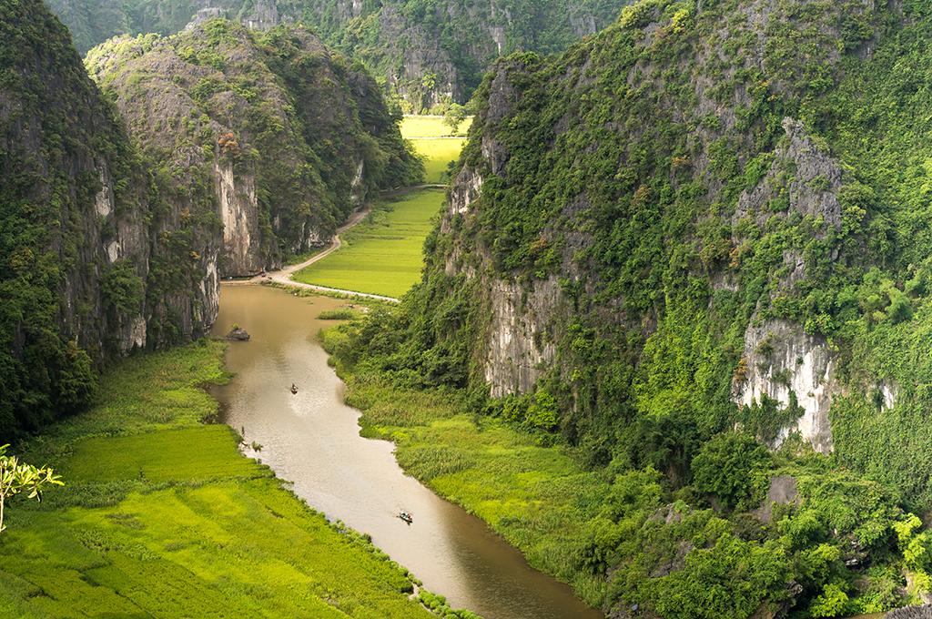 Tam Cốc - Bích Động xuôi dòng sông Ngô Đồng