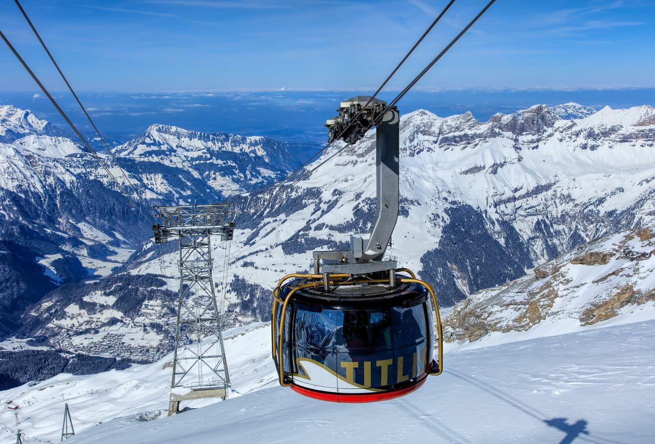 Đi cáp treo lên núi Titlis ngắm cảnh quan hùng vĩ