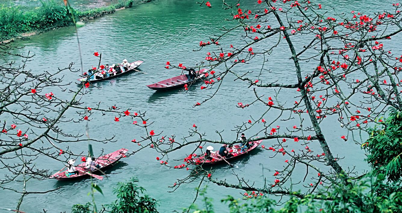 Hành hương trẩy hội Kinh Bắc