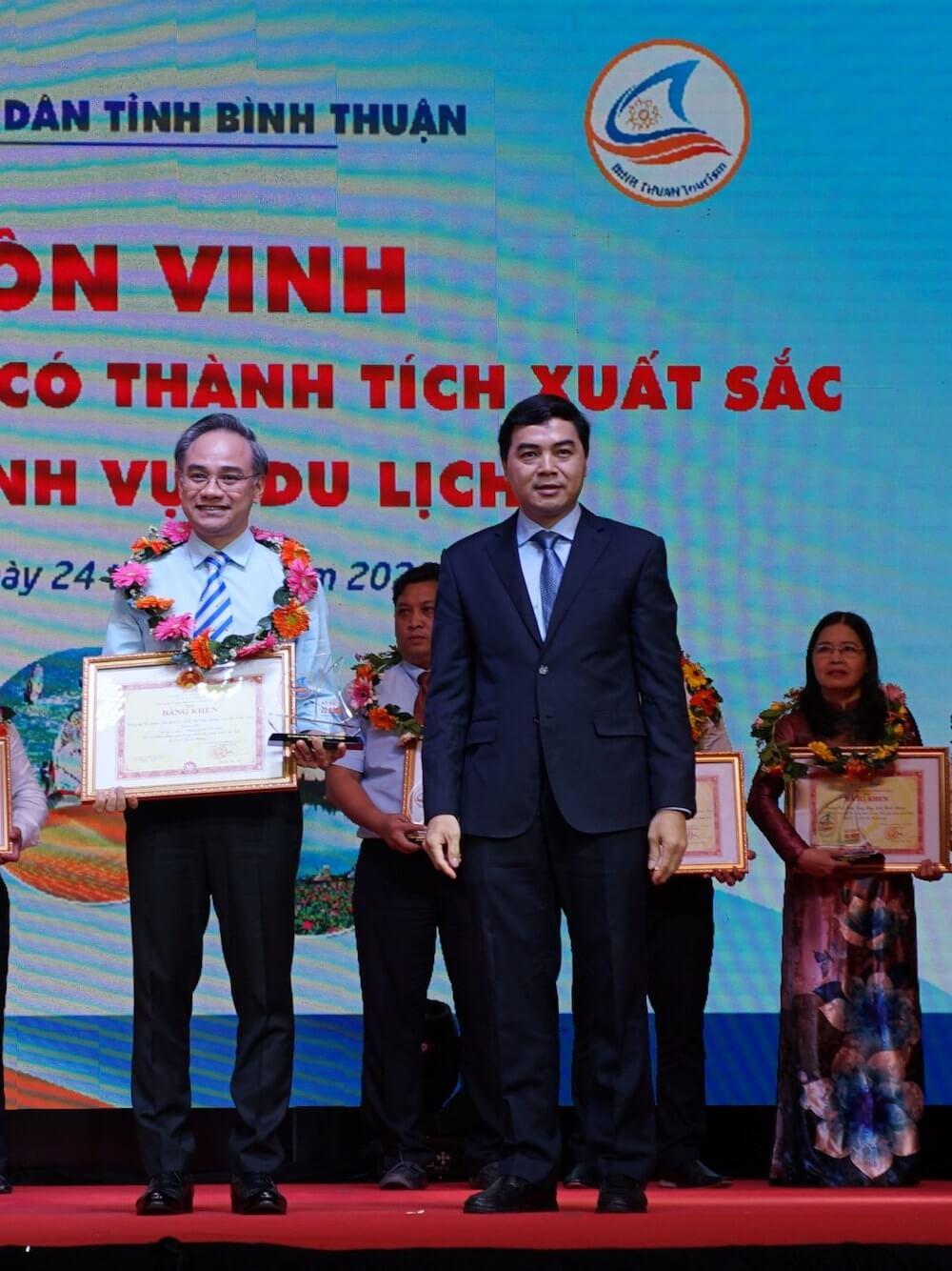 """Vietravel vinh dự nhận bằng khen """"Doanh nghiệp xuất sắc"""" tại Bình Thuận"""