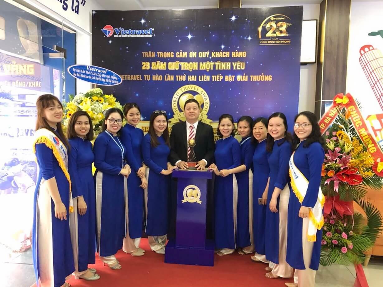 Hành trình xuyên Việt rước cúp 'World Travel Awards' lần II và trưng bày tại Vietravel Đà Nẵng