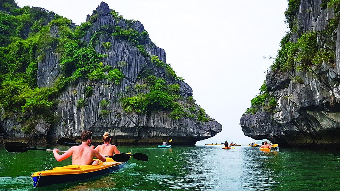 """Một """"góc nhìn mới"""" từ thuyền kayak"""
