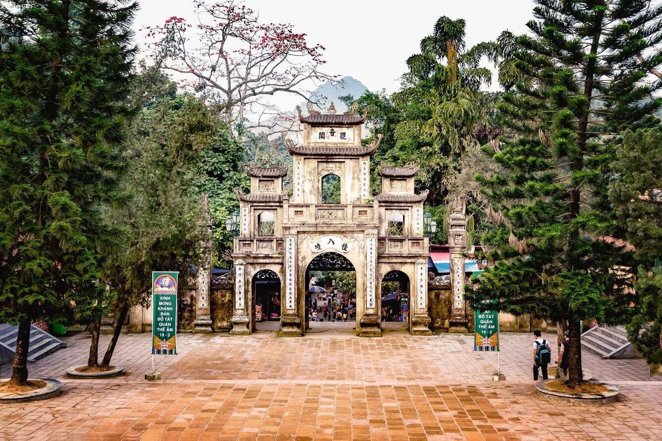 Non nước chùa Hương