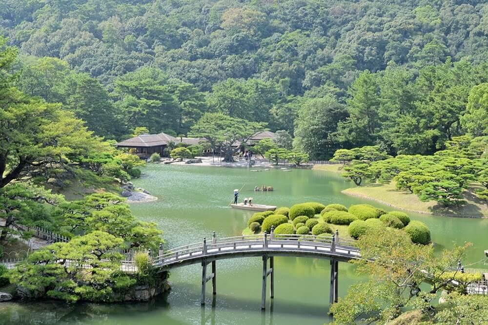 Khu vườn xanh mát tĩnh lặng ở Takamatsu