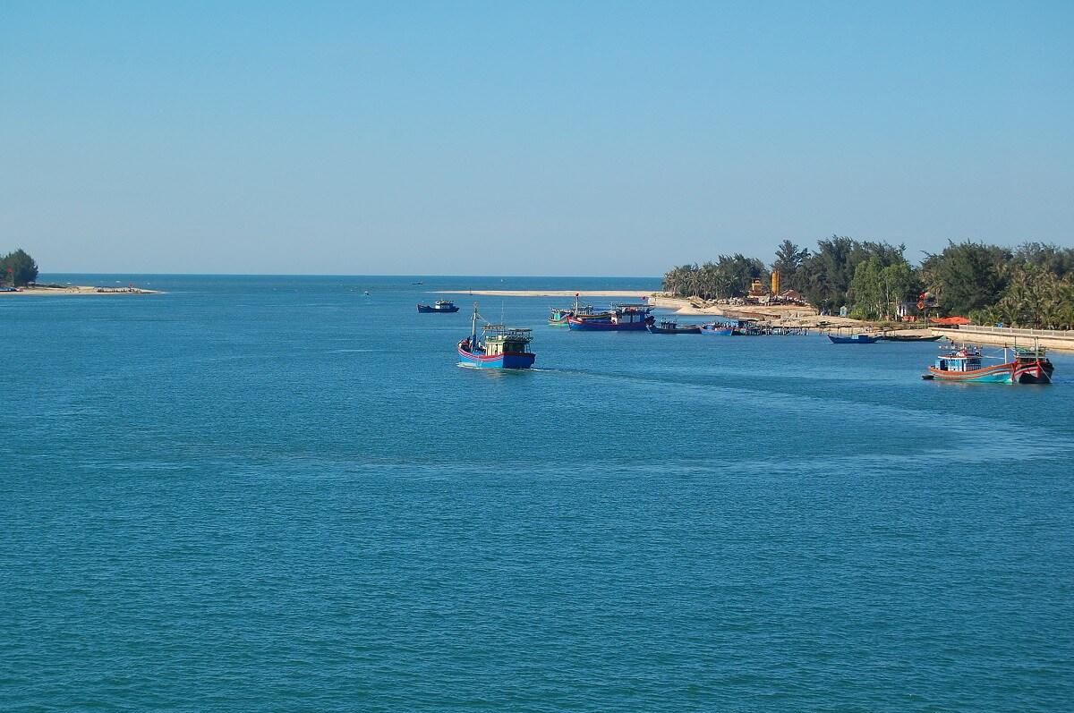 Đắm say vẻ đẹp biển Nhật Lệ (Quảng Bình)