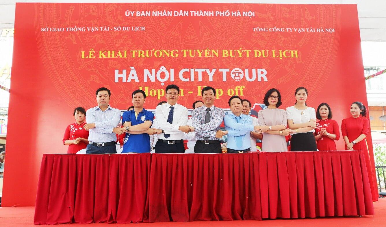Vietravel ký kết hợp tác cung cấp dịch vụ xe buýt 2 tầng tham quan Hà Nội City tour