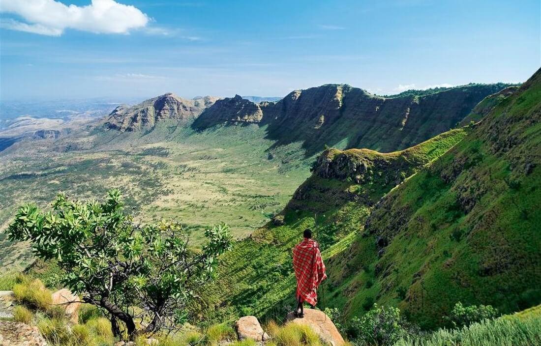 Xem tộc người Maasai nhổ răng, xâu lỗ tai