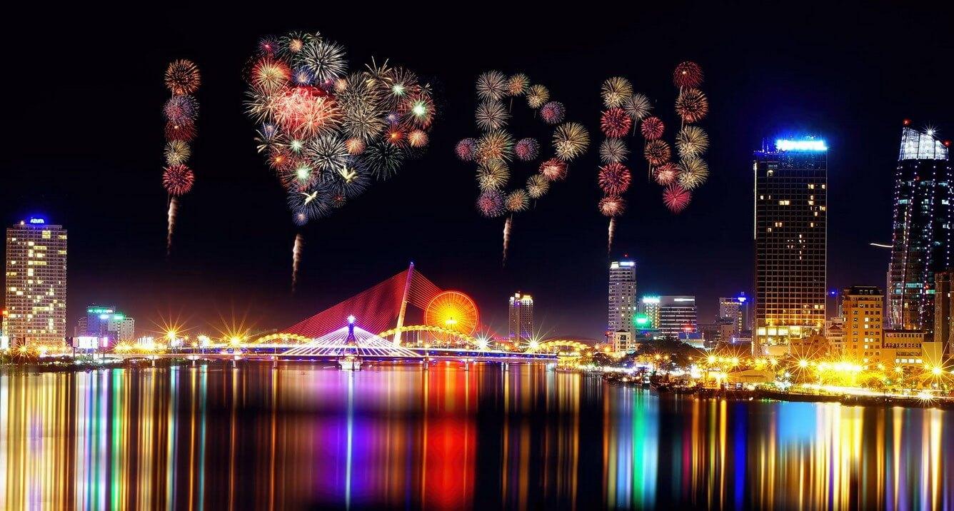 """3. Lễ hội pháo hoa Đà Nẵng 2018 – """"Huyền thoại những cây cầu"""""""