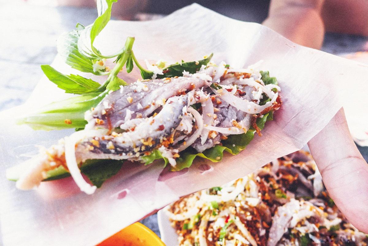 …và ẩm thực đậm đà hương vị biển