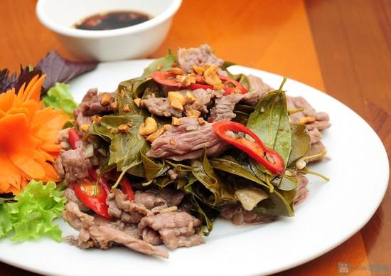 6.    Thịt trâu nấu lá lồm