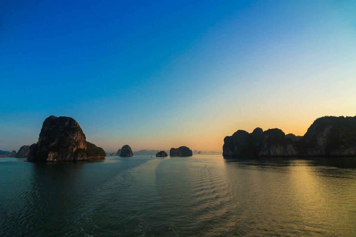 1. Make the journey to Bai Tu Long Bay