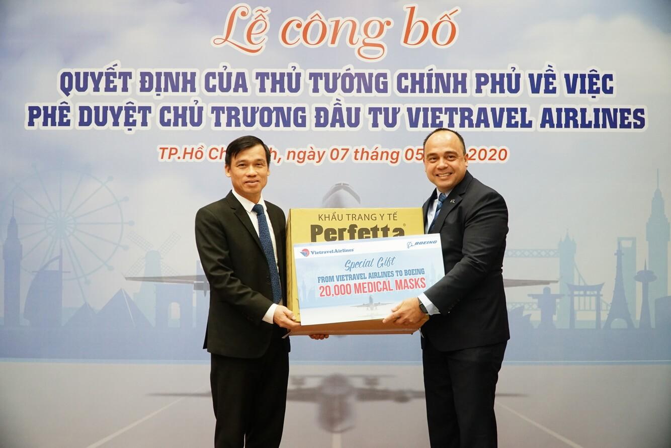 Vietravel Airlines trao tặng 20,000 khẩu trang y tế cho đối tác Boeing