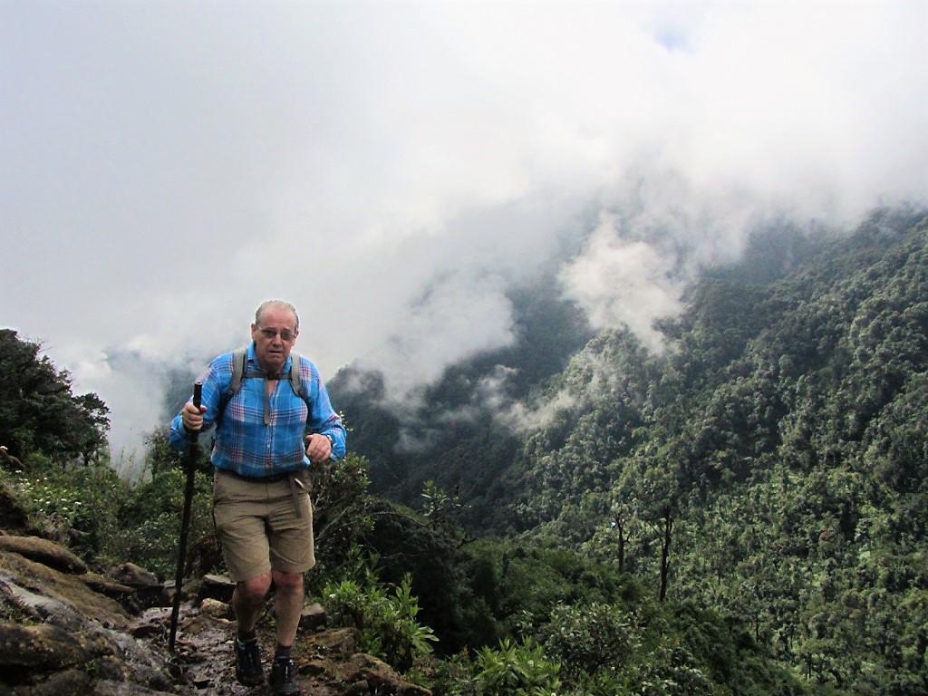 Hiking up Phan Xi Păng