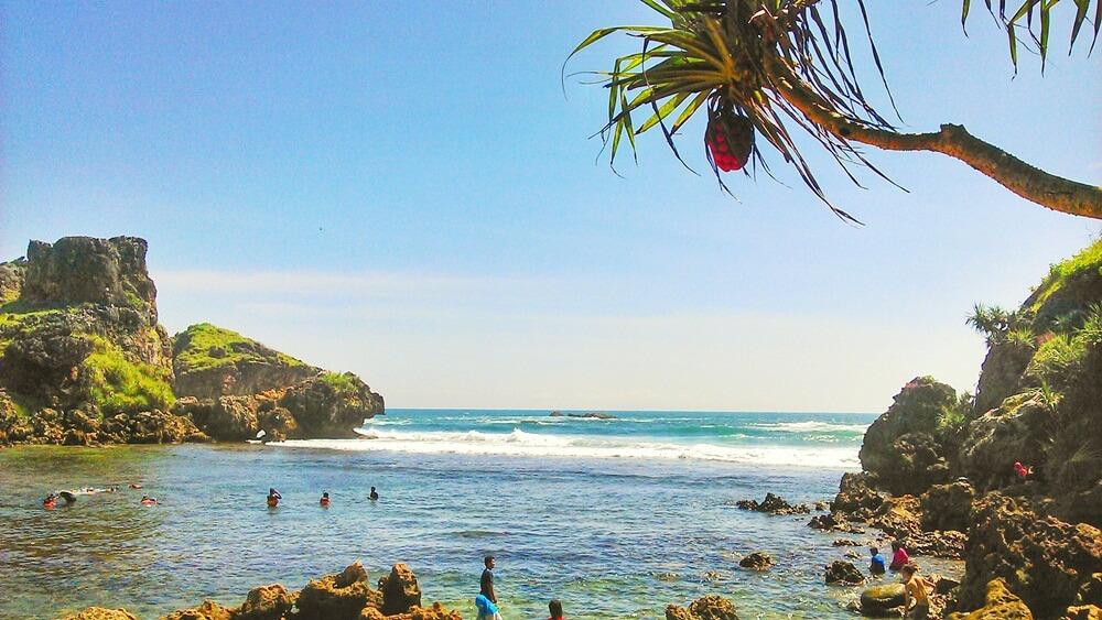 5. Nglambor Beach