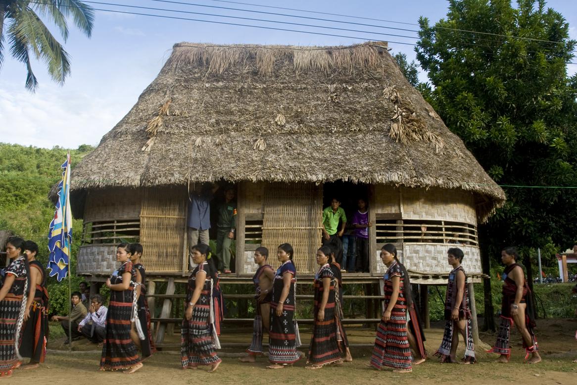 Prao (Co tu) Ethnic Village