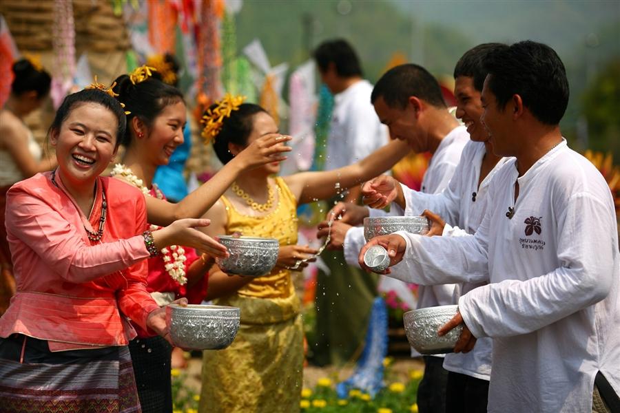 Lễ té nước cầu may của Campuchia