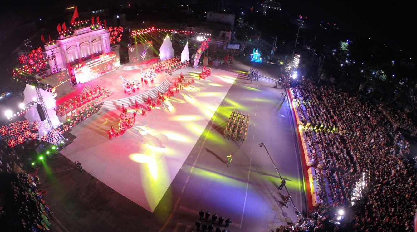 Vietravel Hải Phòng tung khuyến mại tại Lễ hội Hoa Phượng đỏ lần thứ IV - 2015