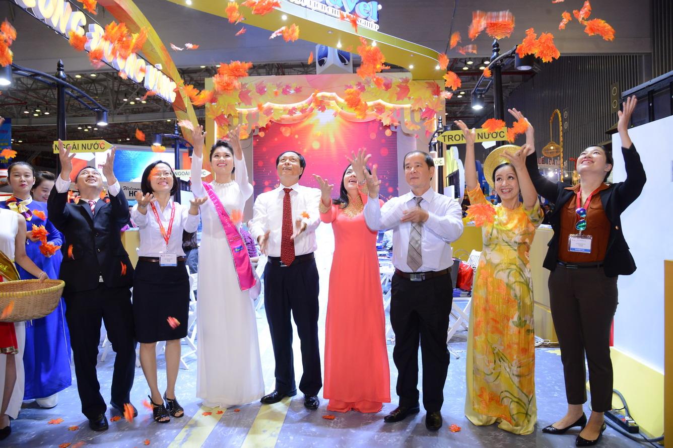 Hội chợ du lịch quốc tế TP. HCM (ITE HCMC 2016) -  Thỏa sức mua tour khuyến mại hấp dẫn tại gian hàng Vietravel