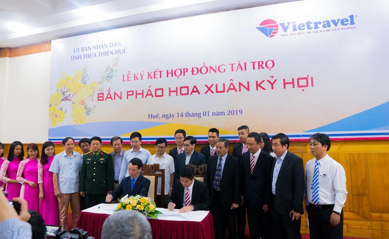 Vietravel tài trợ tỉnh Thừa Thiên - Huế 1 tỷ đồng bắn pháo hoa dịp Tết nguyên đán Kỷ Hợi 2019