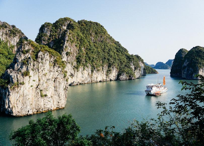 8. Bai Tu Long Bay