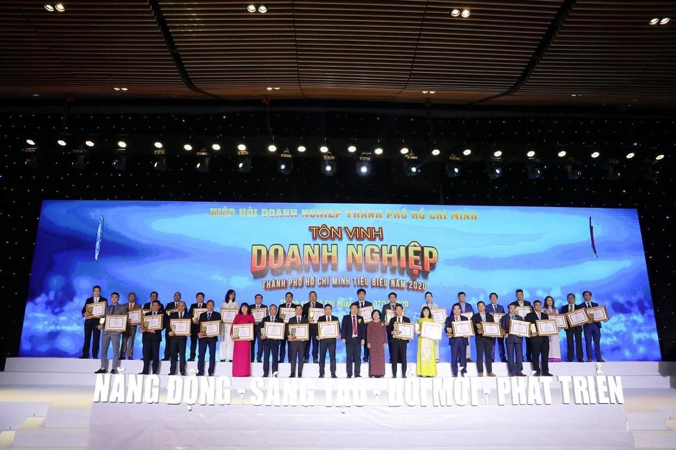 """Vietravel vinh dự đạt danh hiệu """"Doanh nghiệp, Doanh nhân Tp.HCM tiêu biểu năm 2020"""""""