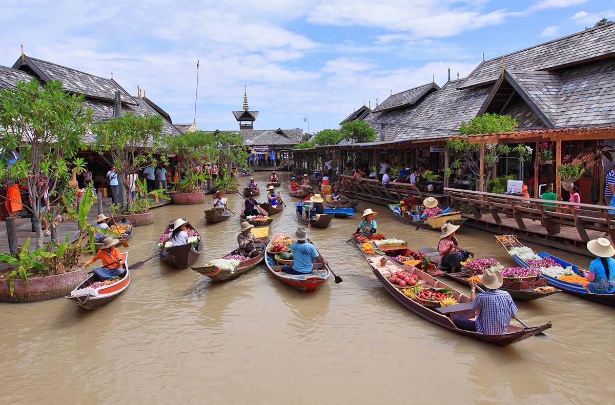 6. Four Regions Floating Market