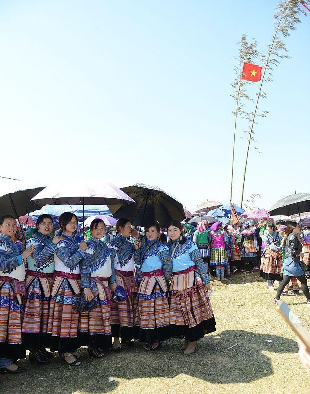 Du xuân lễ hội Gầu Tào