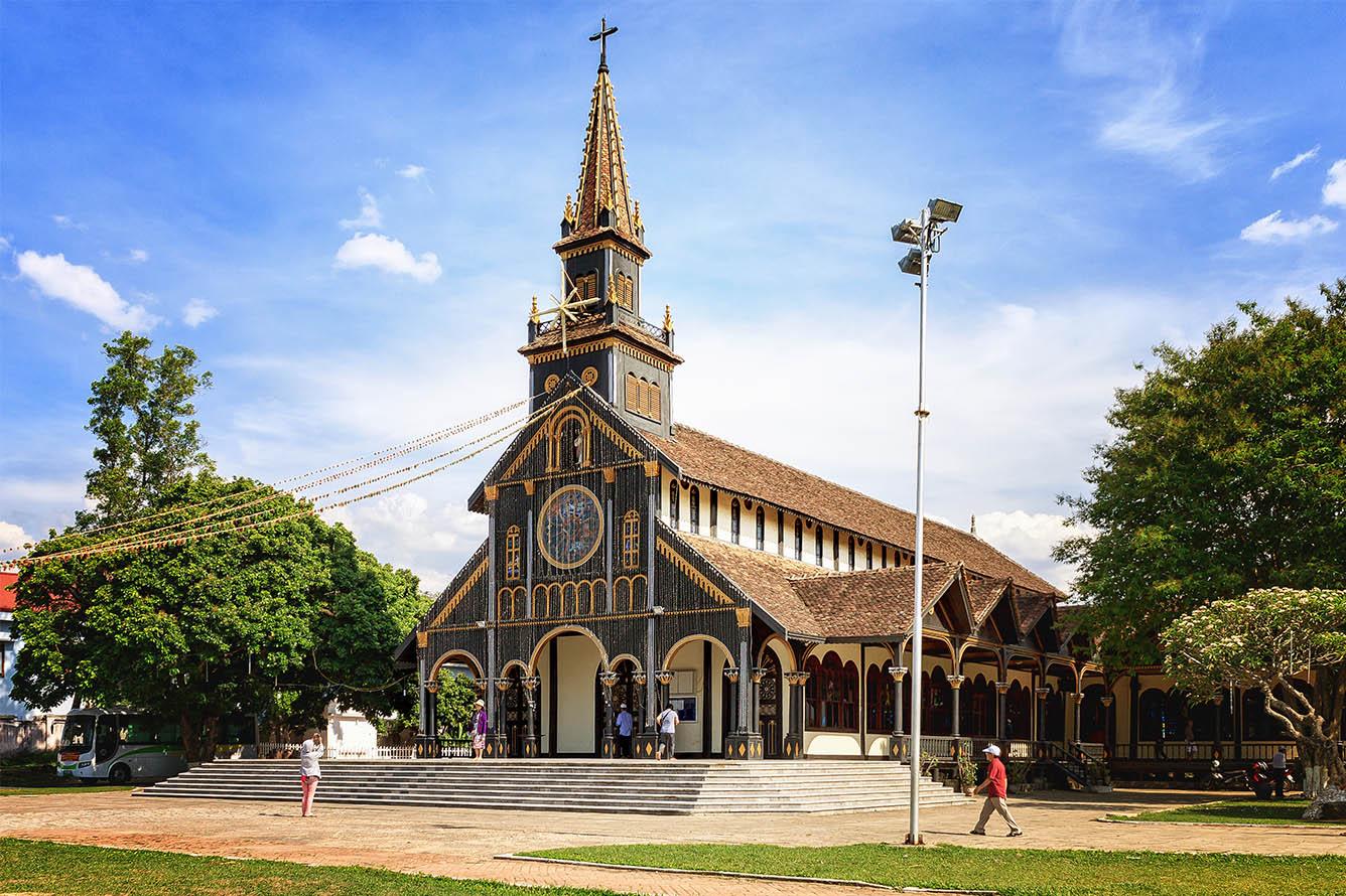Nhà thờ gỗ Kon Tum (Kon Tum)