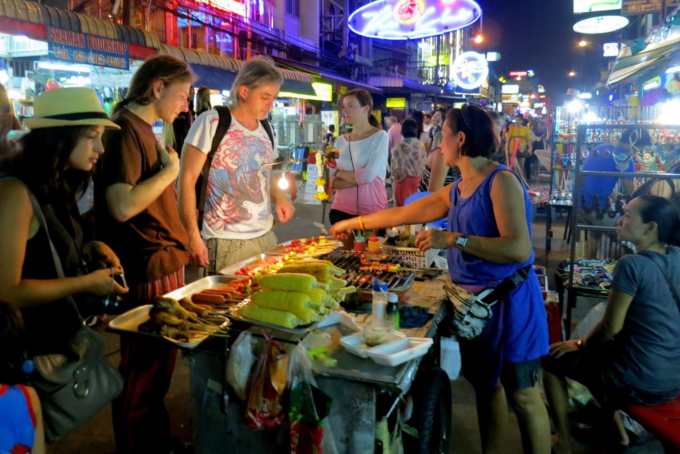10.Khám phá các món ăn đường phố