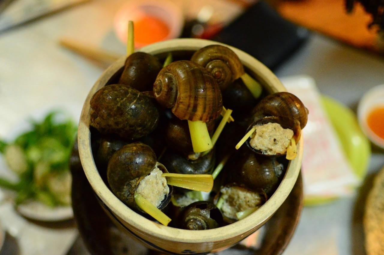 Oc Buou Nhoi Thit (Vietnamese Escargot)