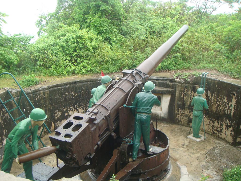 Sừng sững pháo đài Thần Công