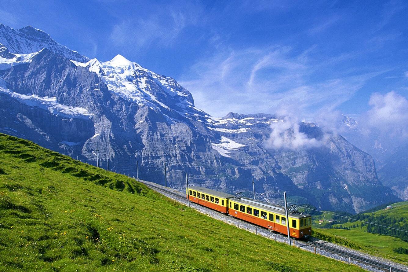 Trải nghiệm chuyến tàu xuyên núi ngắm thu vàng