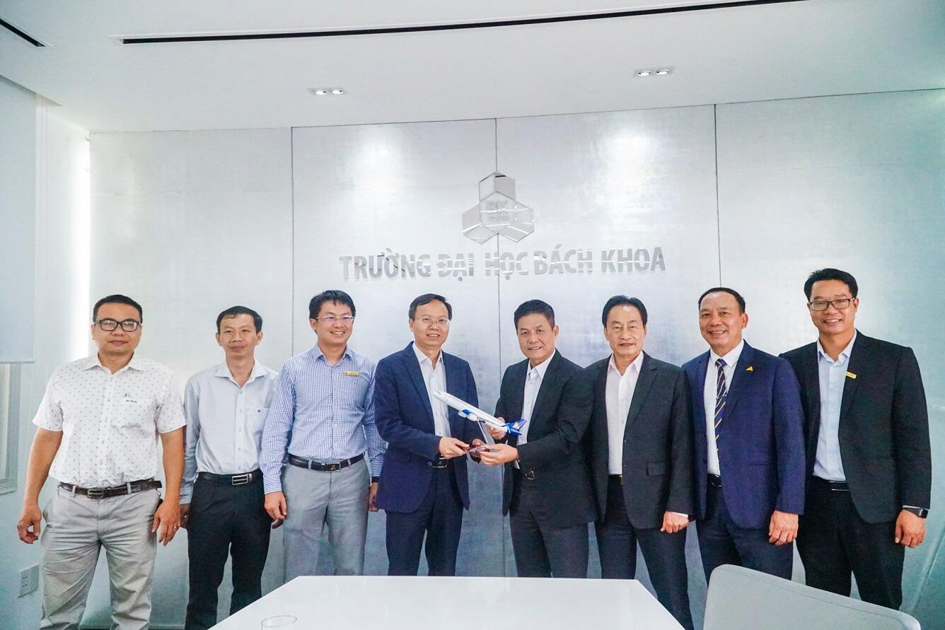 Vietravel Holdings & Trường Đại học Bách Khoa Tp.HCM tăng cường hợp tác phát triển nguồn nhân lực