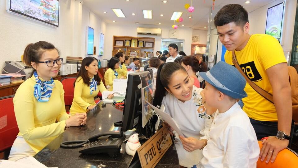 Trào lưu 'check-in' của giới trẻ khiến du lịch trong nước tăng vọt