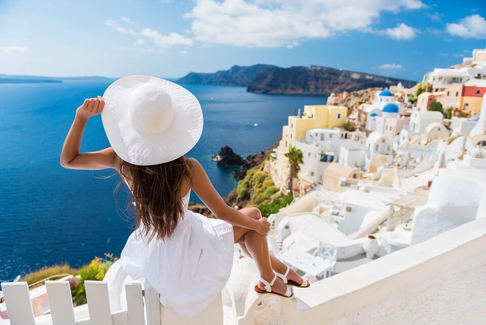 Santorini quyến rũ trong gam màu xanh trắng
