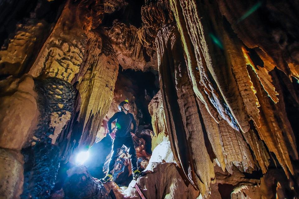 Khám phá hang động mới ở Quảng Bình